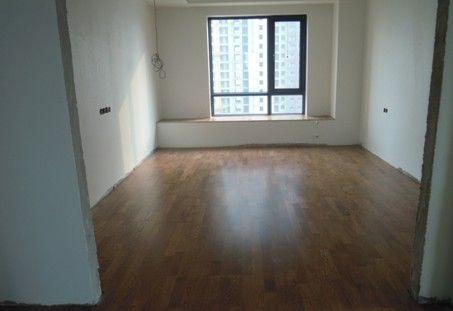 地板安装完成